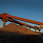 Iron ore extends gains as Vale halts Viga plant operations