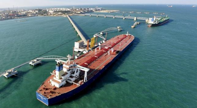 A general view of a crude oil importing port in Qingdao, Shandong province, in this November 9, 2008 file photo.   REUTERS/Stringer/Files