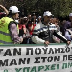 Striking ports workers protest Greek ports sales