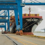 U.S. West Coast dockworkers, shippers to talk contract extension