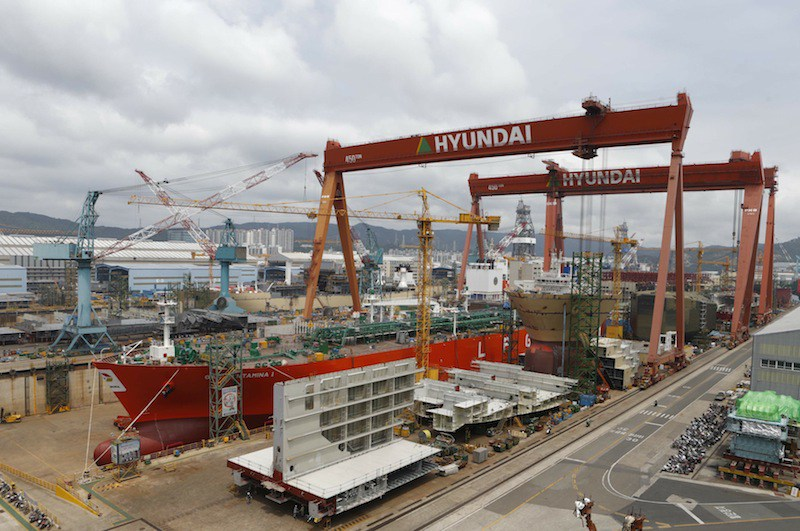 Shipyard of Hyundai Heavy Industries is seen in Ulsan, about 410 km (255 miles) southeast of Seoul June 28, 2013. South Korea's growth momentum remained subdued in June, key government and private-sector data showed on July 1, casting fresh doubts about whether the trade-dependent economy can stage a firm recovery in the coming months. The indicators suggest that Asia's fourth-largest economy remains under pressure and that a gradual recovery forecast by local policymakers remains far from a certainty. Picture taken June 28, 2013.  REUTERS/Lee Jae-Won (SOUTH KOREA - Tags: BUSINESS MARITIME)