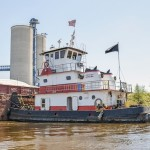 Barge glut chokes U.S. shipping sector despite record harvest