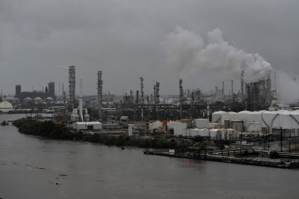 FILE PHOTO: The Valero Houston Refinery is threatened by the swelling waters of the Buffalo Bayou after Hurricane Harvey inundated the Texas Gulf coast with rain, in Houston, Texas, U.S. August 27, 2017.  REUTERS/Nick Oxford
