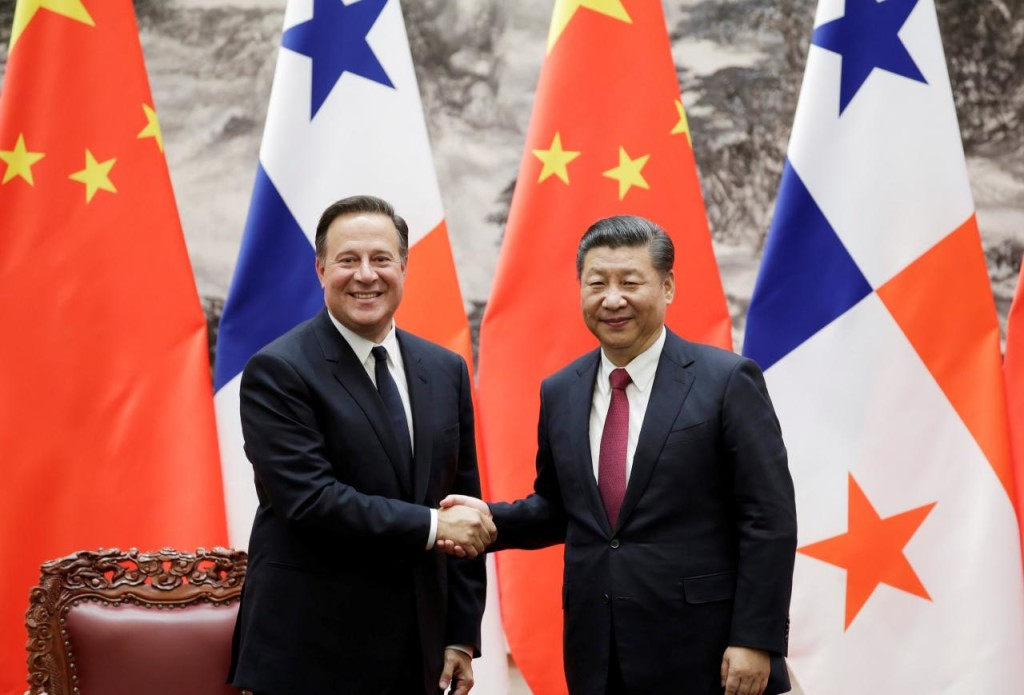 FILE PHOTO - Panama's President Juan Carlos Varela (L) shakes hands with China's President Xi Jinping during a signing ceremony in Beijing, China November 17, 2017. REUTERS/Jason Lee