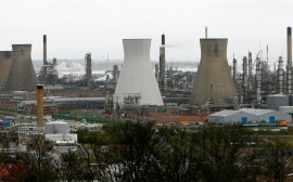 FILE PHOTO: A general view shows Grangemouth oil refinery in central Scotland on April 25, 2008.  REUTERS/David Moir/File Photo