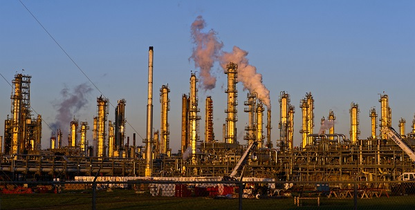 A Flint Hills Resources oil refinery stands in Corpus Christi, Texas, U.S., on Thursday, Jan. 7, 2016. Crude oil slid Thursday to the lowest level since December 2003 as turbulence in China, the world's biggest energy consumer, prompted concerns about the strength of demand. Photographer: Eddie Seal/Bloomberg