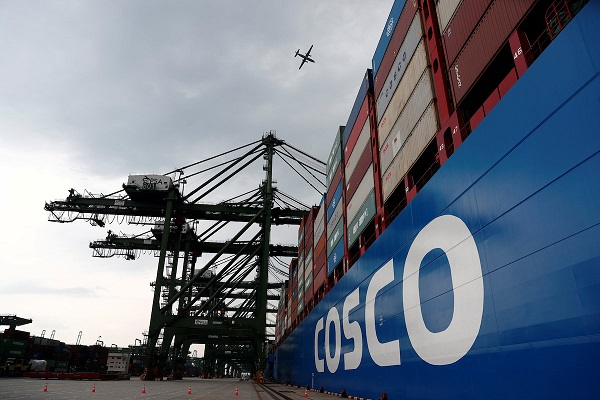 FILE PHOTO: A Cosco Shipping vessel is moored at PSA's Pasir Panjang container terminal in Singapore September 19, 2018.  REUTERS/Edgar Su/File Photo