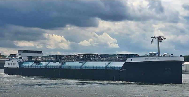 shell-lng-bunker-barge-starts-ops-in-rotterdam