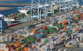 shipping-containers-sit-at-the-ports-of-los-angeles